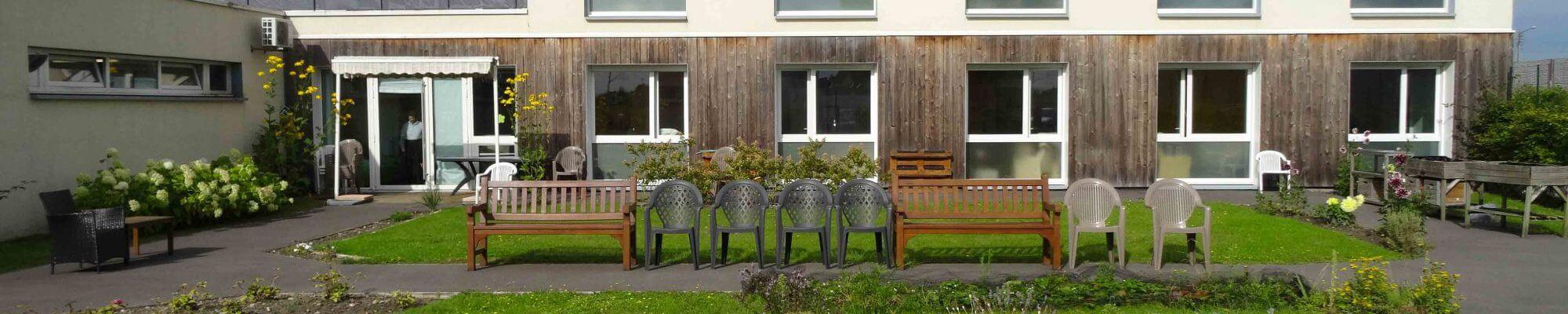 Parc-residence-ehpad-les-lilas-espace-vert-jardinage-autonomie-marck-en-calaisis