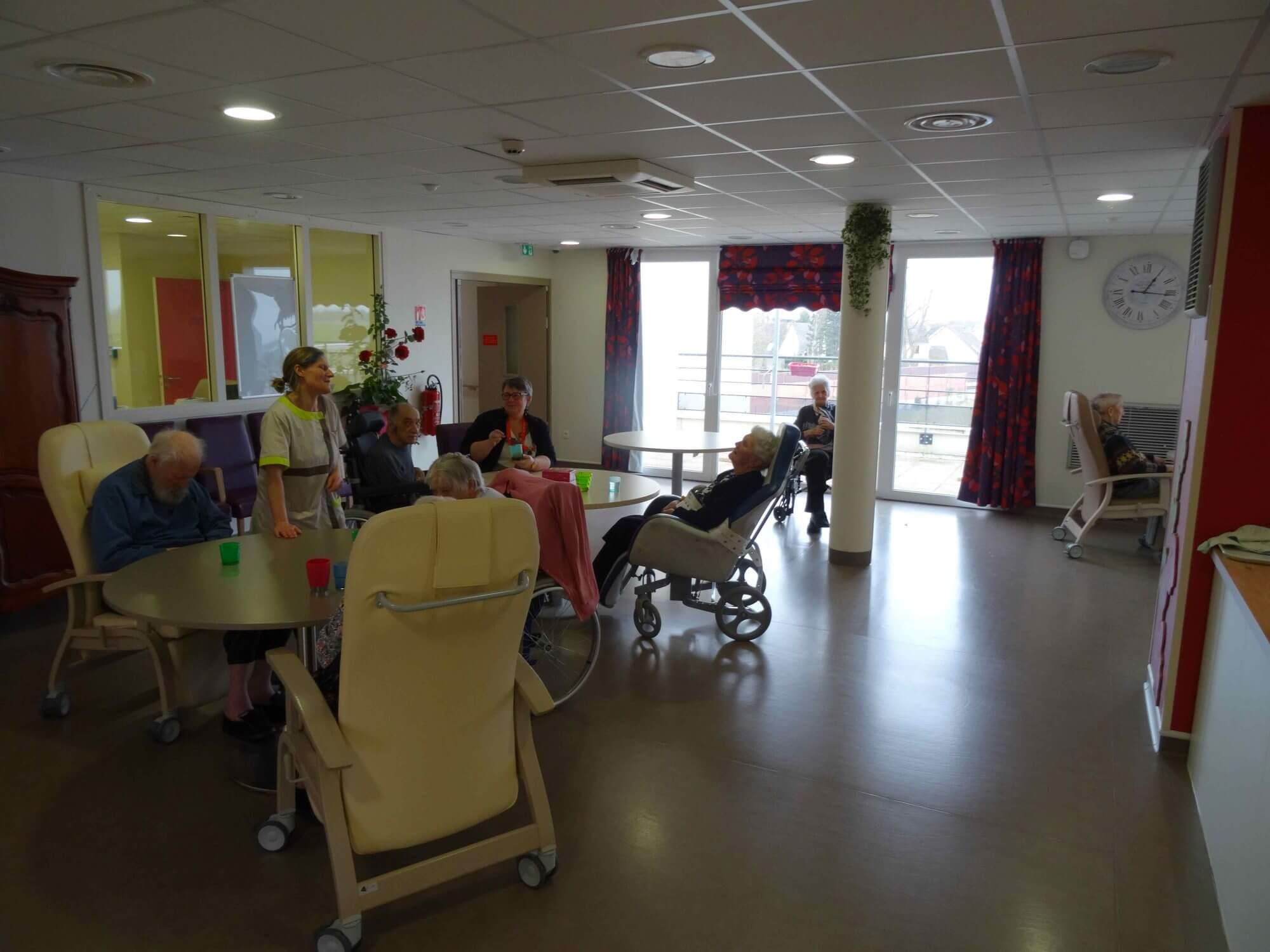 Unite-de-soins-attentifs-residence-ehpad-les-lilas-marck-en-calaisis